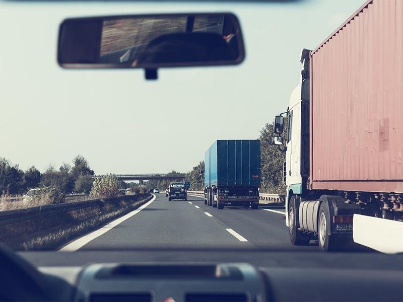 Autostrada i ciężarówki